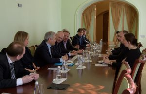 Smolny-Petersburg_E-D-Grigoyew_m_SKH-Herzog-Michael-v-WUE_Sitzung